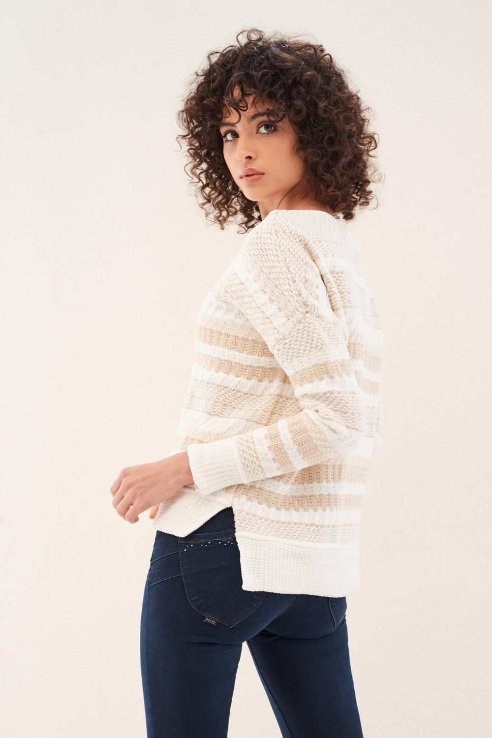 Knitted jumper with texture