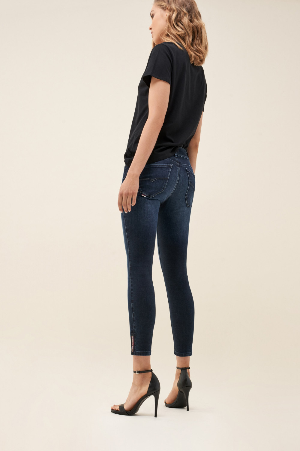 Push In Secret capri jeans with detail on hem