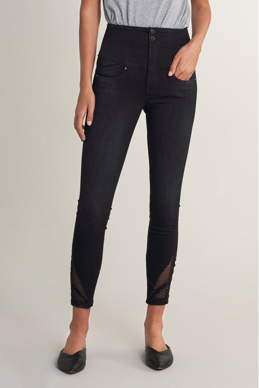 Diva capri jeans with detail on hem